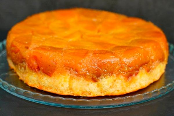 Янтарный пирог с яблоками по рецепту дочери Льва Толстого